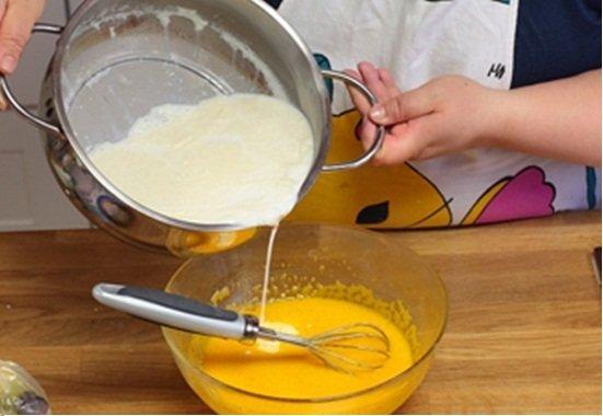 Cách làm bánh flan nước cốt dừa-hình số-6
