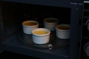 Cách làm bánh Flan từ lò vi sóng rất đơn giản-hình số-13