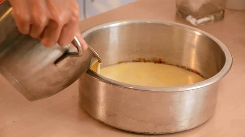 Cách làm bánh caramen socola cực thơm, cực hấp dẫn-hình số-4