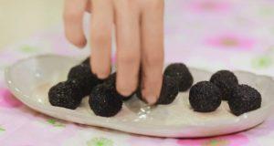 Cách làm bánh trôi bí đỏ nhân mè đen ngon lạ-hình số-2