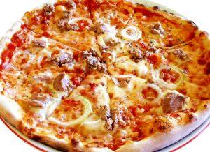 Chia sẻ cách làm bánh pizza cá ngừ ngon mê ly-hình số-3