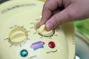 Cách làm bánh bông lan bằng lò nướng thủy tinh-hình số-1