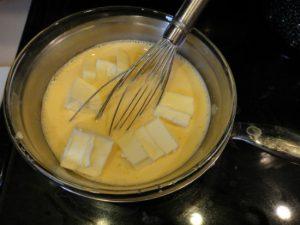 Bí quyết làm bánh bông lan cuộn kem ngon mê ly-hình số-2