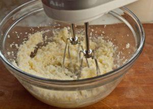 Chia sẻ cách làm bánh bông lan trứng muối-hình số-2