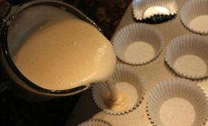 Chia sẻ cách làm bánh bông lan xốp mịn đơn giản-hình số-6