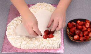 Chia sẻ cách làm bánh kem hình trái tim vừa ngon vừa dễ-hình số-4