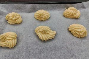 Cách làm bánh su kem dâu thơm ngon khó cưỡng-hình số-2