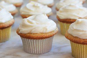 Cách làm bánh cupcake kem tươi đơn giản-hình số-5