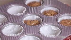 Cách làm bánh cupcake socola đầy hấp dẫn-hình số-4