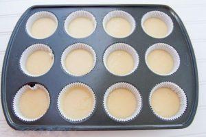 Chia sẽ cách làm bánh cupcake vani thơm nứt mũi-hình số-4
