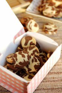 Chia sẽ cách làm bánh quy hai màu đẹp mắt-hình số-7