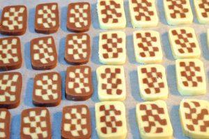 Học cách làm bánh quy hình bàn cờ lạ mắt-hình số-8