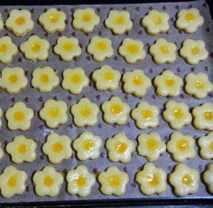 Cách làm bánh quy hoa mai ngon hấp dẫn-hình số-5