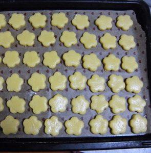 Cách làm bánh quy hoa mai ngon hấp dẫn-hình số-4
